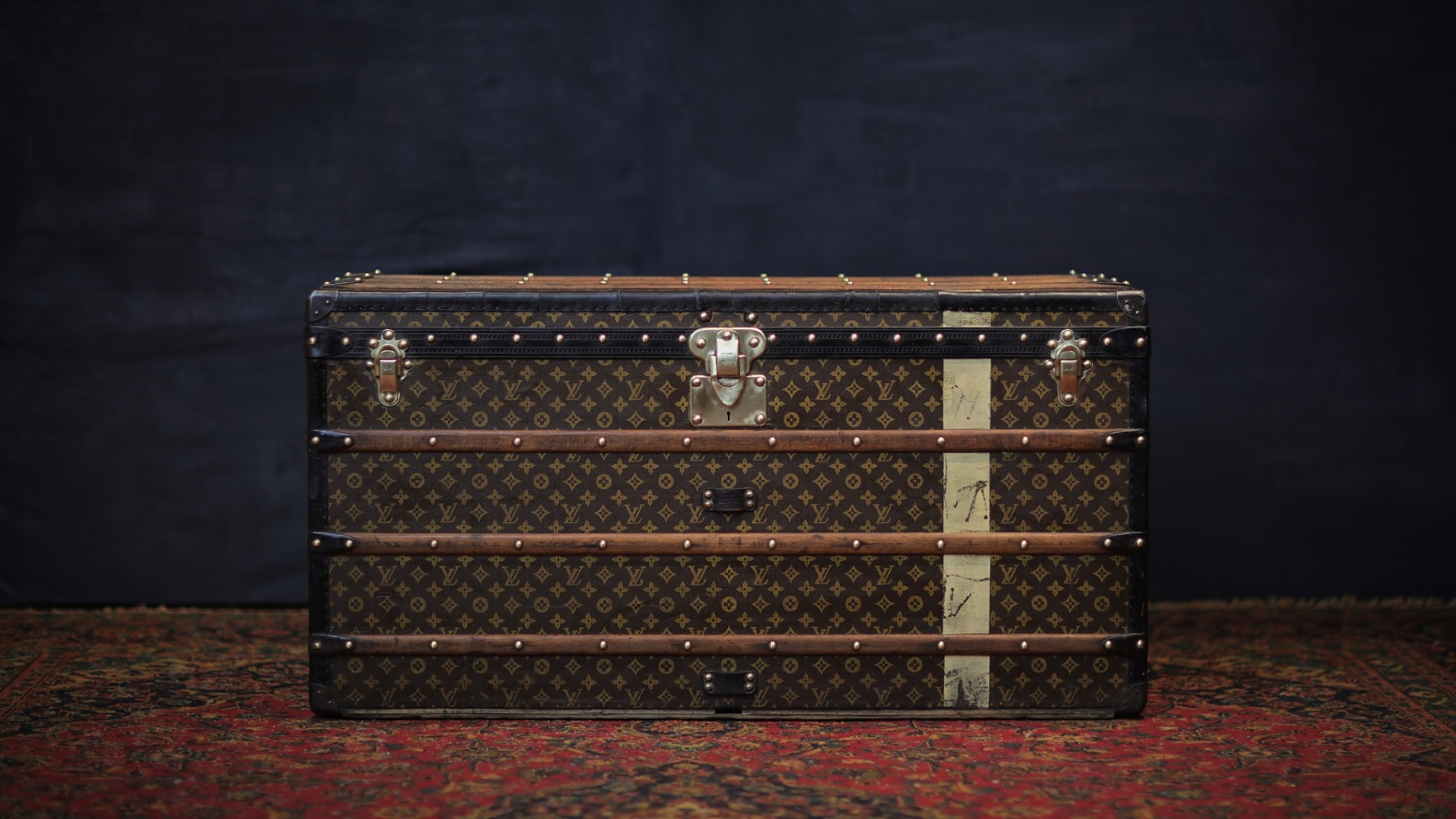 the-trunk-louis-vuitton-homepage-126