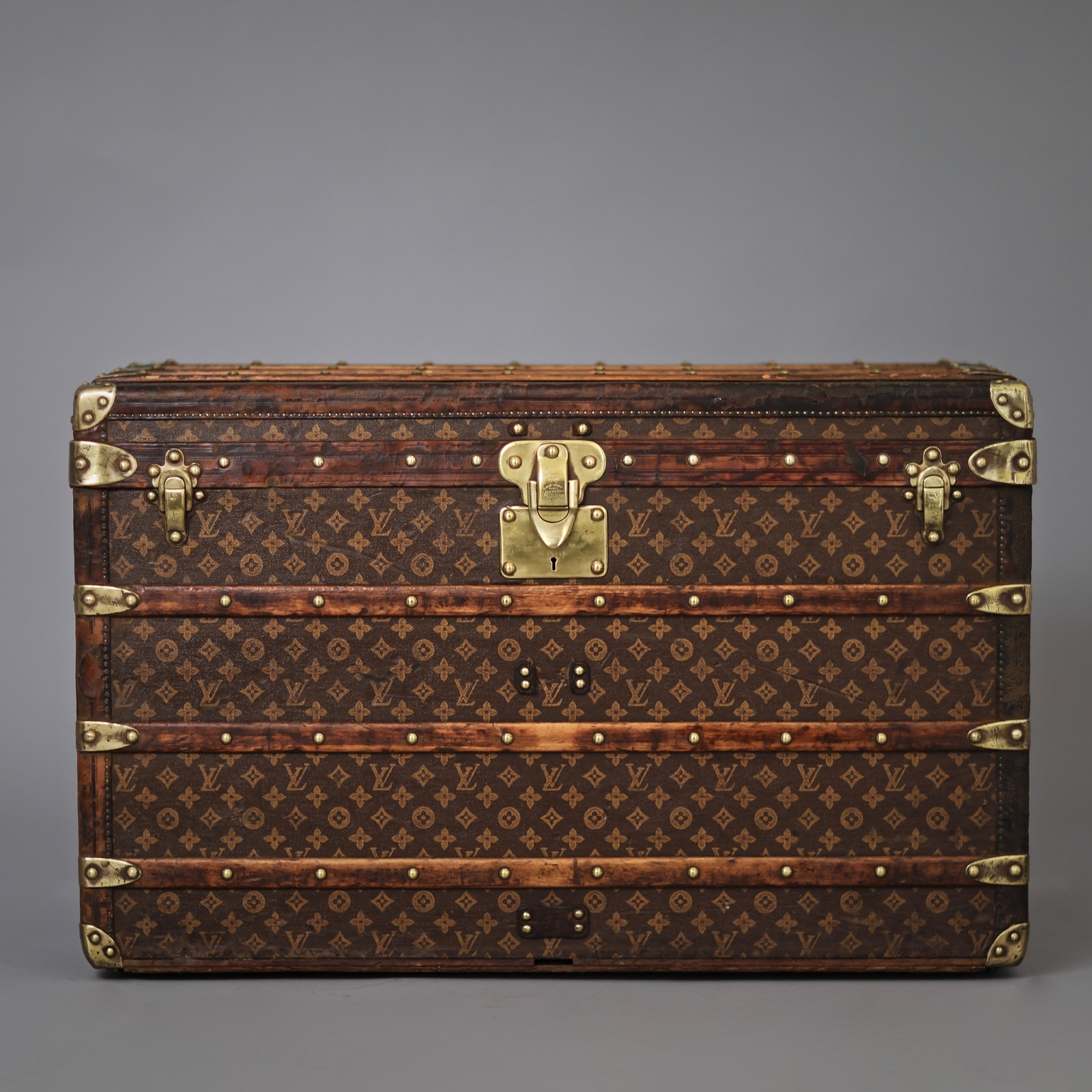 the-well-traveled-trunk-louis-vuitton-thumbnail-product-55504A