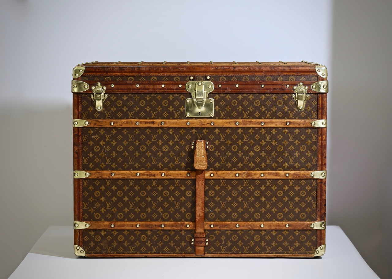 the-well-traveled-trunk-louis-vuitton-thumbnail-product-5648-11