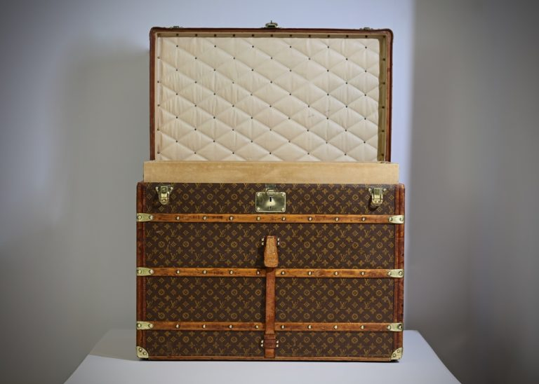 the-well-traveled-trunk-louis-vuitton-thumbnail-product-5648-13