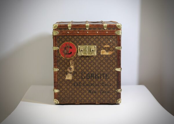the-well-traveled-trunk-louis-vuitton-thumbnail-product-5648-15