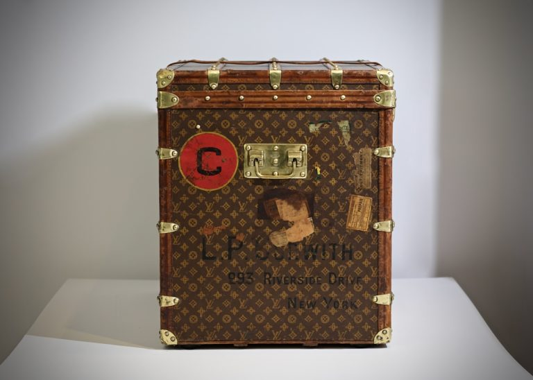 the-well-traveled-trunk-louis-vuitton-thumbnail-product-5648-16