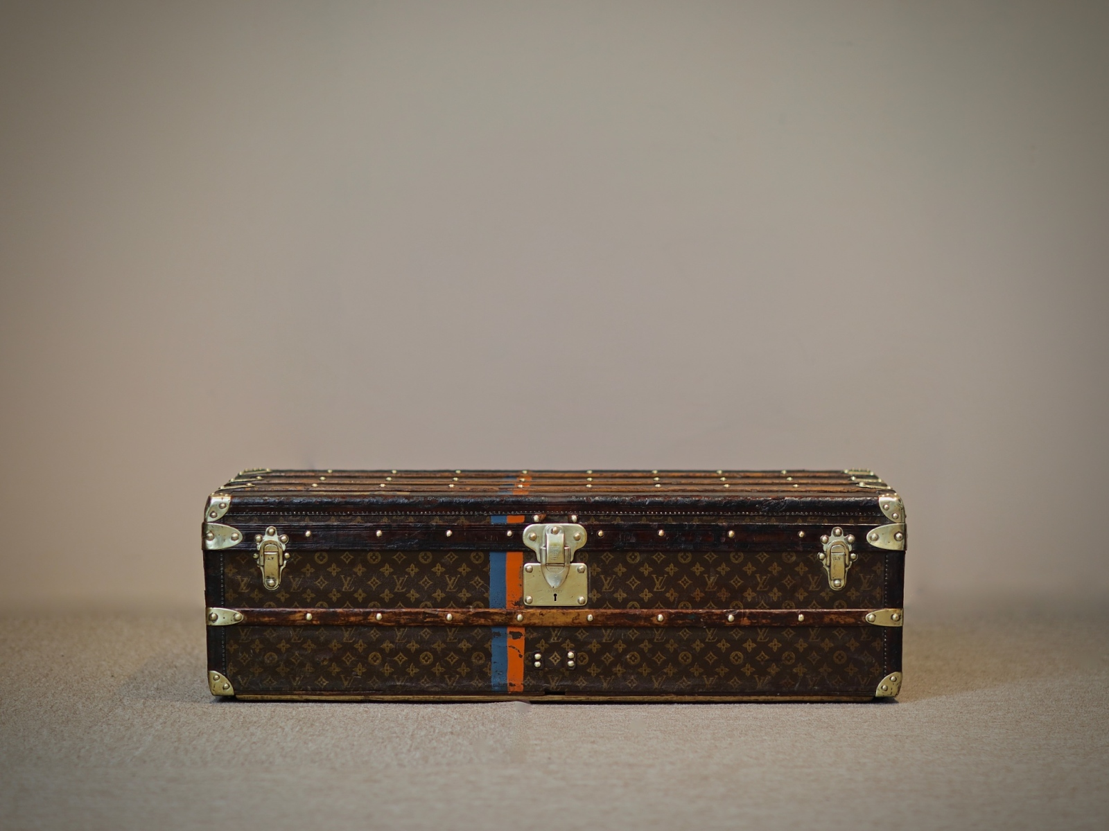 the-well-traveled-trunk-louis-vuitton-thumbnail-product-5650-1
