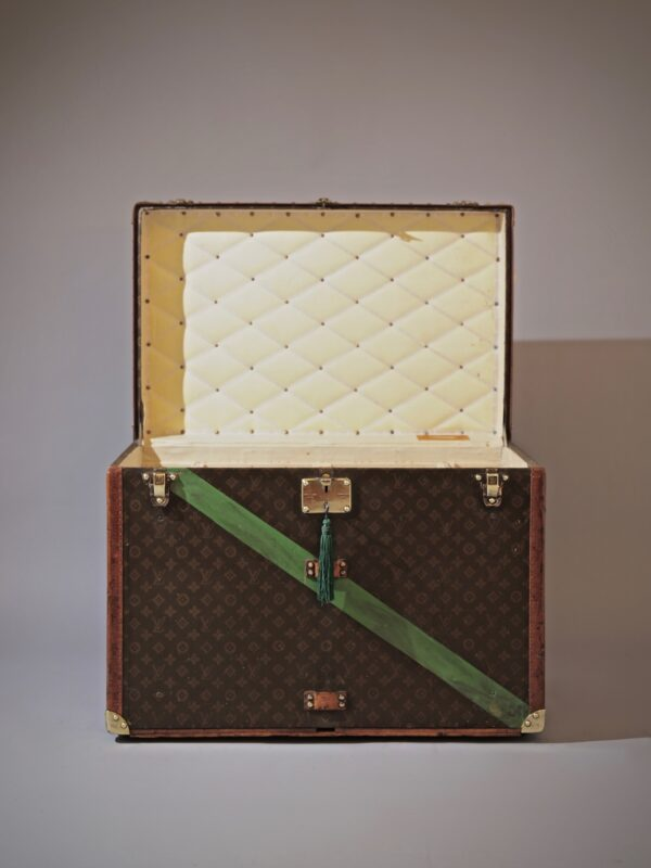the-well-traveled-trunk-louis-vuitton-thumbnail-product-5644A-1