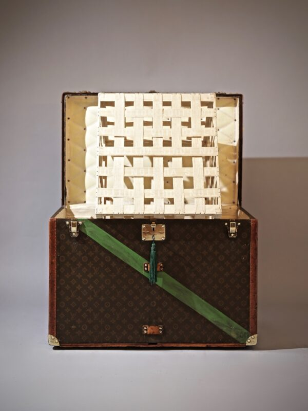 the-well-traveled-trunk-louis-vuitton-thumbnail-product-5644A-2