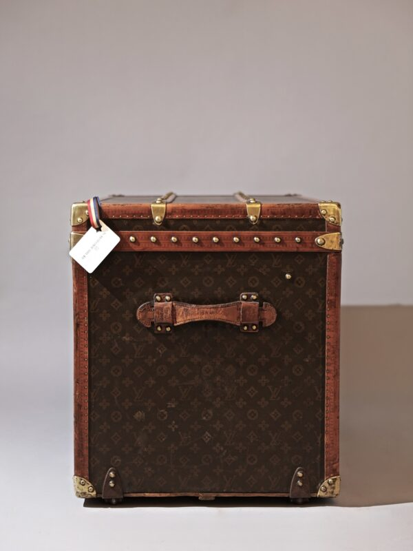 the-well-traveled-trunk-louis-vuitton-thumbnail-product-5644A-3