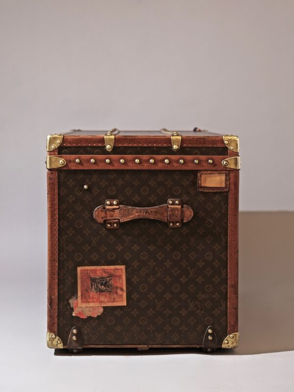 the-well-traveled-trunk-louis-vuitton-thumbnail-product-5644A-4