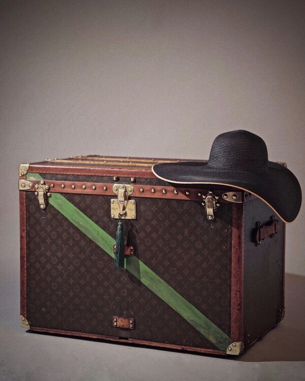 the-well-traveled-trunk-louis-vuitton-thumbnail-product-5644A-6