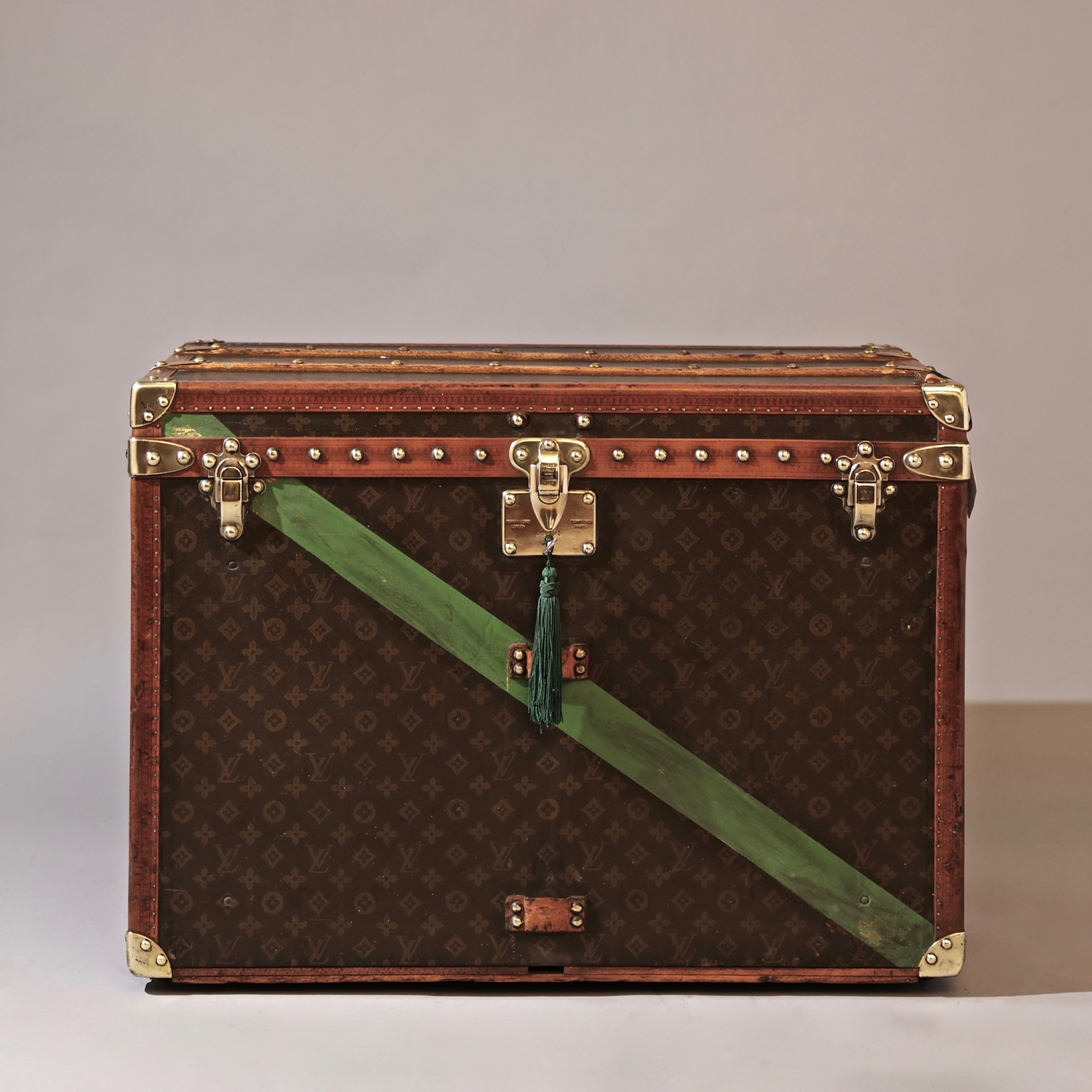 the-well-traveled-trunk-louis-vuitton-thumbnail-product-5644A