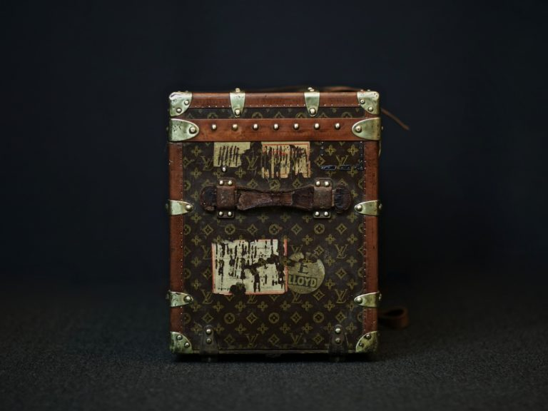 the-well-traveled-trunk-louis-vuitton-thumbnail-product-5653-4
