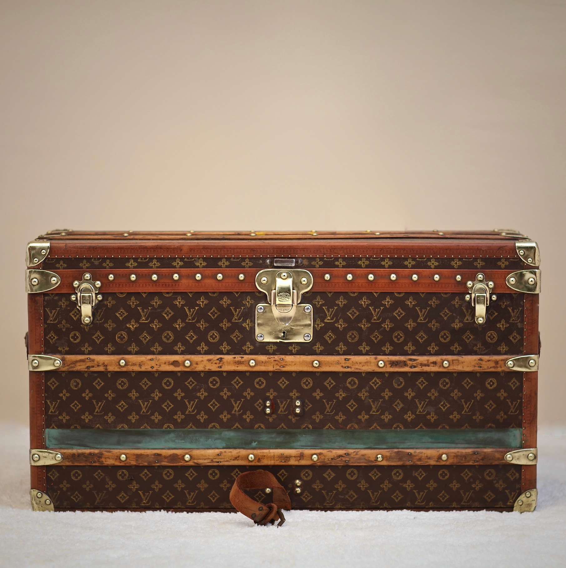the-well-traveled-trunk-louis-vuitton-thumbnail-product-5653ABC