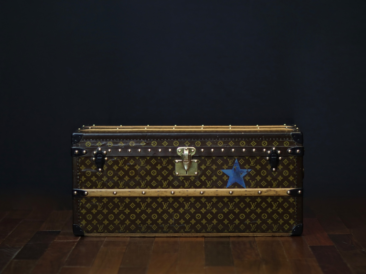the-well-traveled-trunk-louis-vuitton-thumbnail-product-5654-1