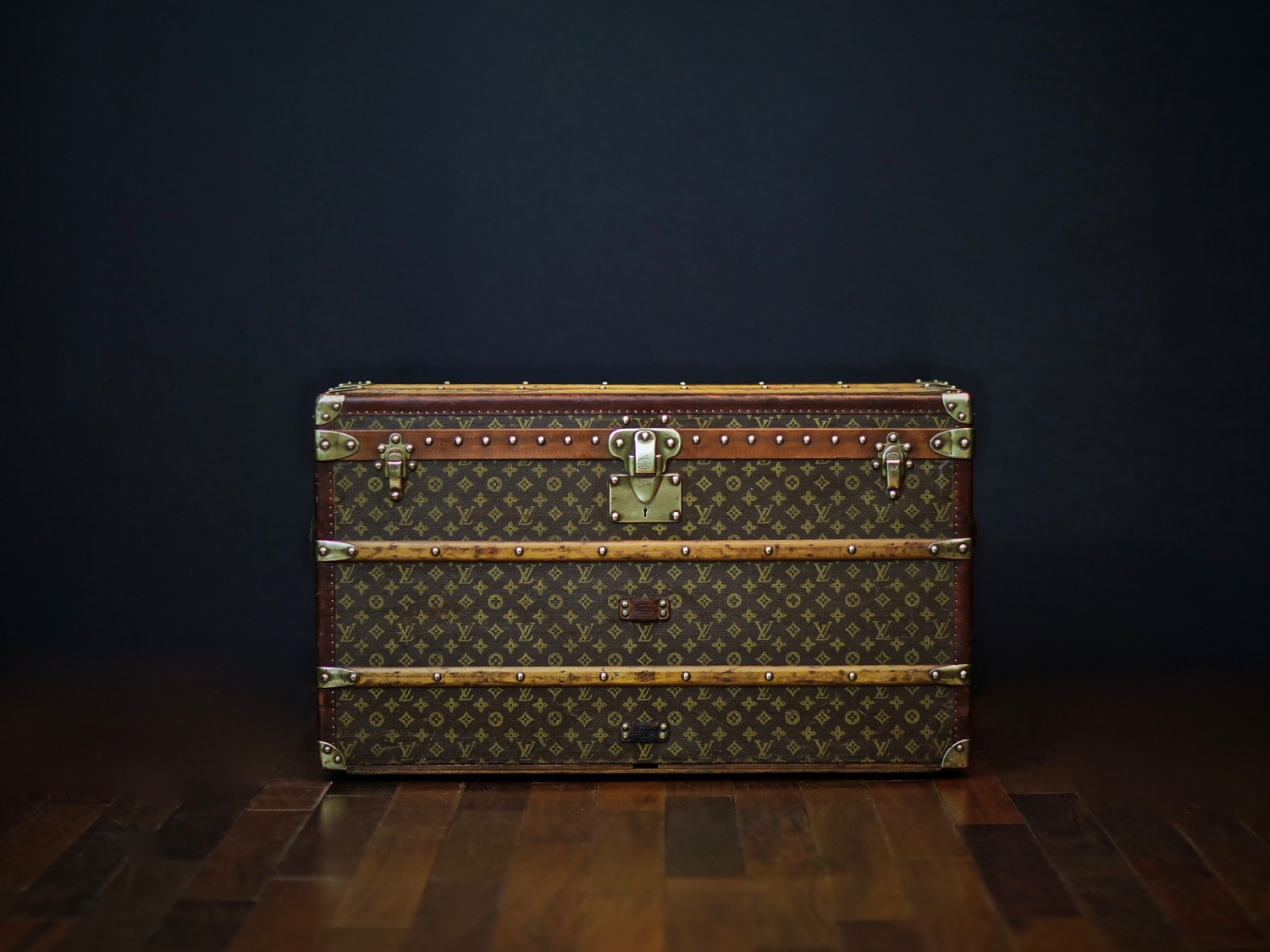 the-well-traveled-trunk-louis-vuitton-thumbnail-product-5655-1