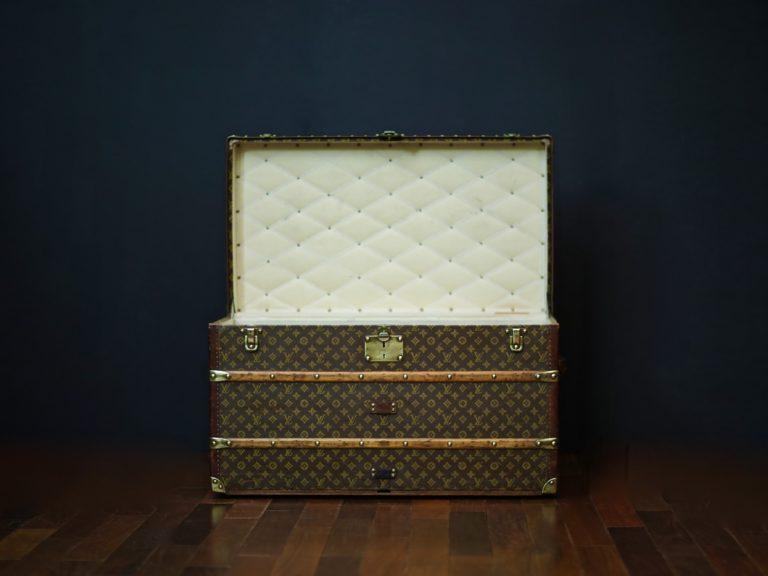 the-well-traveled-trunk-louis-vuitton-thumbnail-product-5655-2