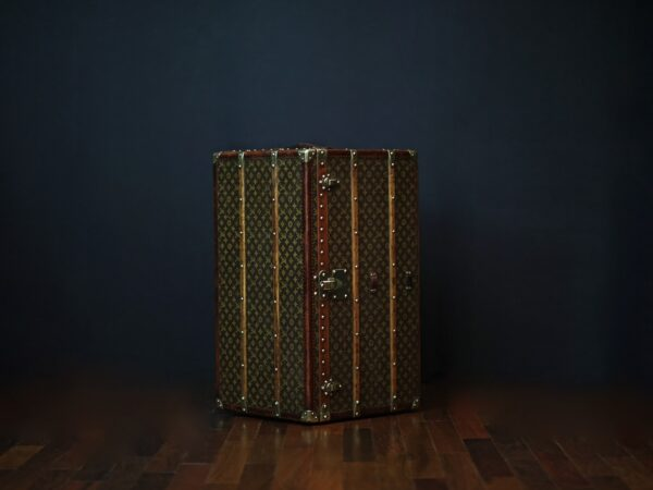 the-well-traveled-trunk-louis-vuitton-thumbnail-product-5655-3