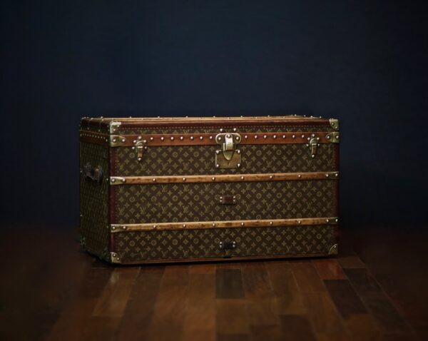 the-well-traveled-trunk-louis-vuitton-thumbnail-product-5655-6