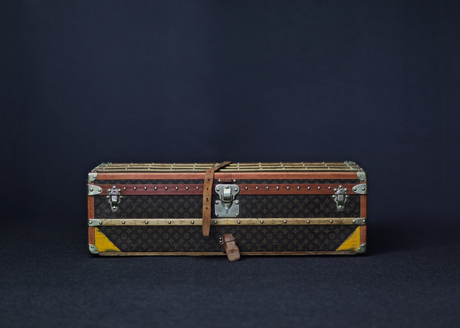 the-well-traveled-trunk-louis-vuitton-thumbnail-product-5656-1
