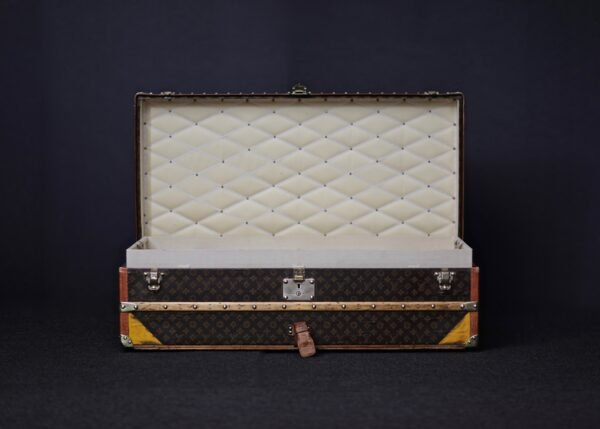 the-well-traveled-trunk-louis-vuitton-thumbnail-product-5656-2