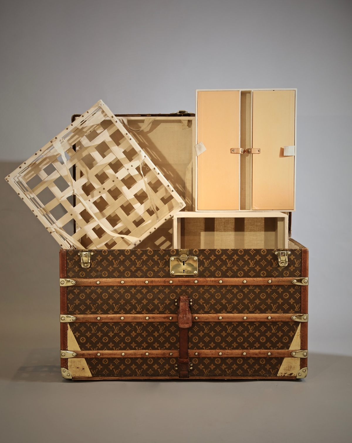 the-well-traveled-trunk-louis-vuitton-thumbnail-product-5658D
