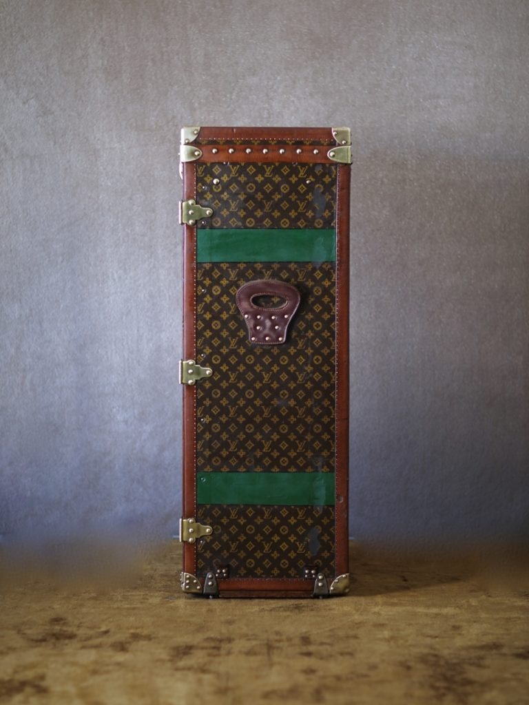 the-well-traveled-trunk-louis-vuitton-thumbnail-product-5659-6
