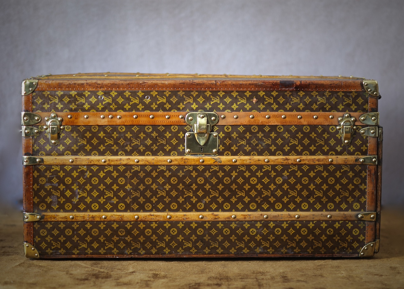 the-well-traveled-trunk-louis-vuitton-thumbnail-product-5660-1