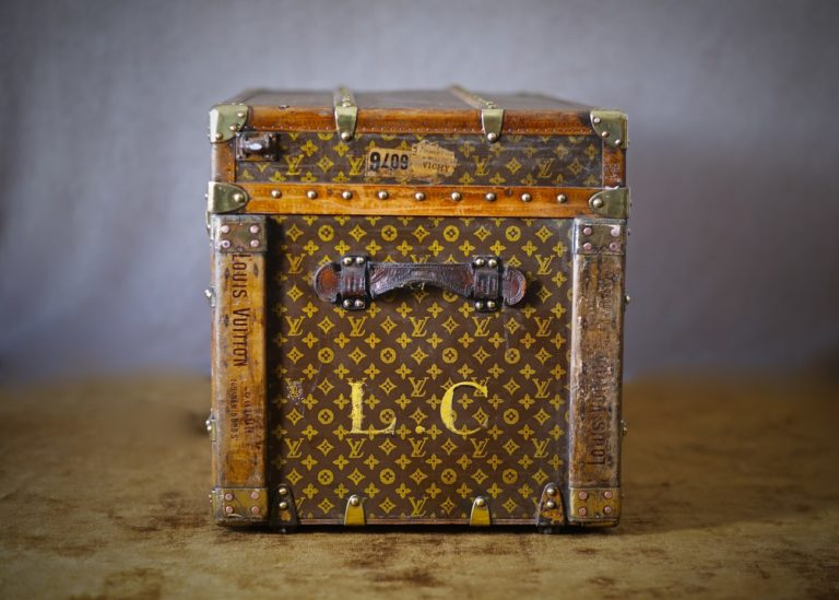 the-well-traveled-trunk-louis-vuitton-thumbnail-product-5660-2