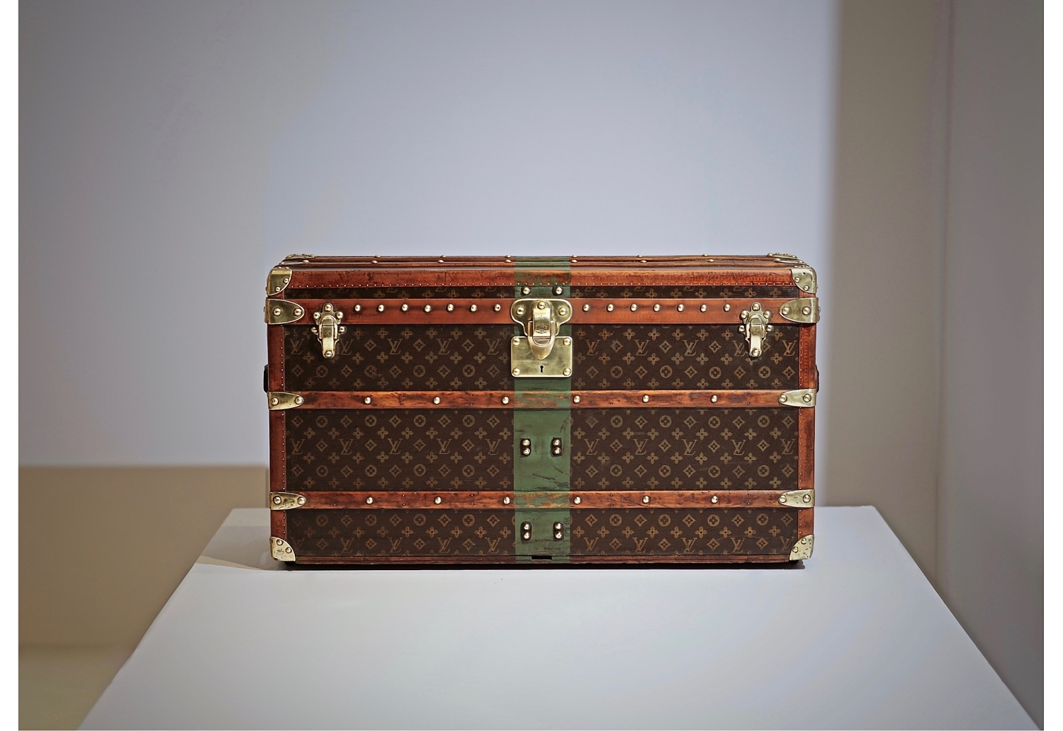 the-well-traveled-trunk-louis-vuitton-homepage-about