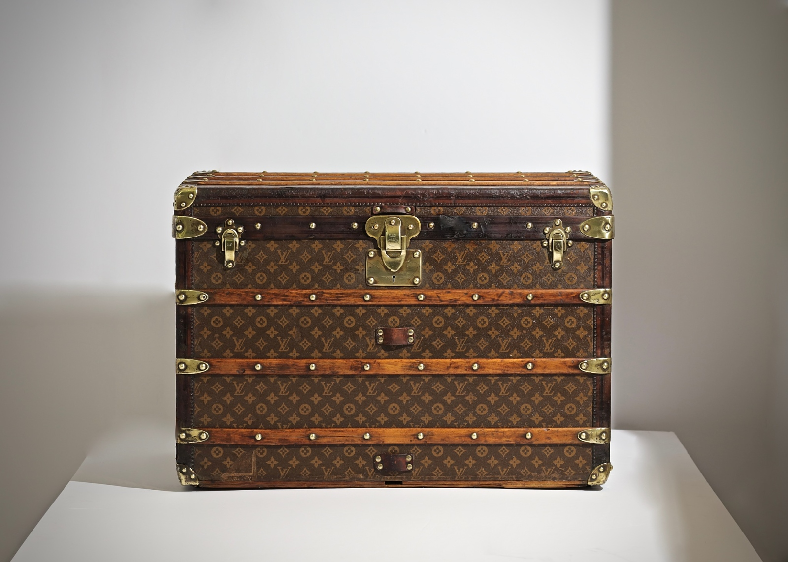 the-well-traveled-trunk-louis-vuitton-thumbnail-product-5502-1