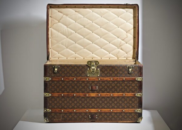 the-well-traveled-trunk-louis-vuitton-thumbnail-product-5502-2