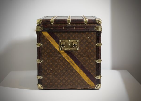 the-well-traveled-trunk-louis-vuitton-thumbnail-product-5502-3