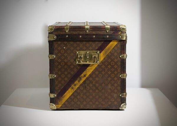 the-well-traveled-trunk-louis-vuitton-thumbnail-product-5502-4