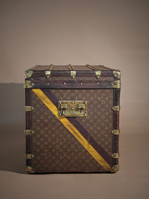 the-well-traveled-trunk-louis-vuitton-thumbnail-product-5502A-5