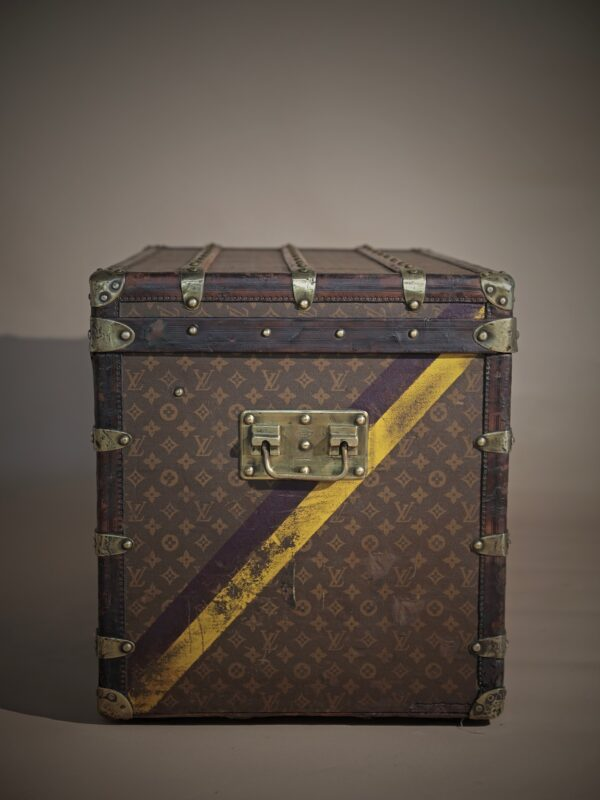 the-well-traveled-trunk-louis-vuitton-thumbnail-product-5502A-6