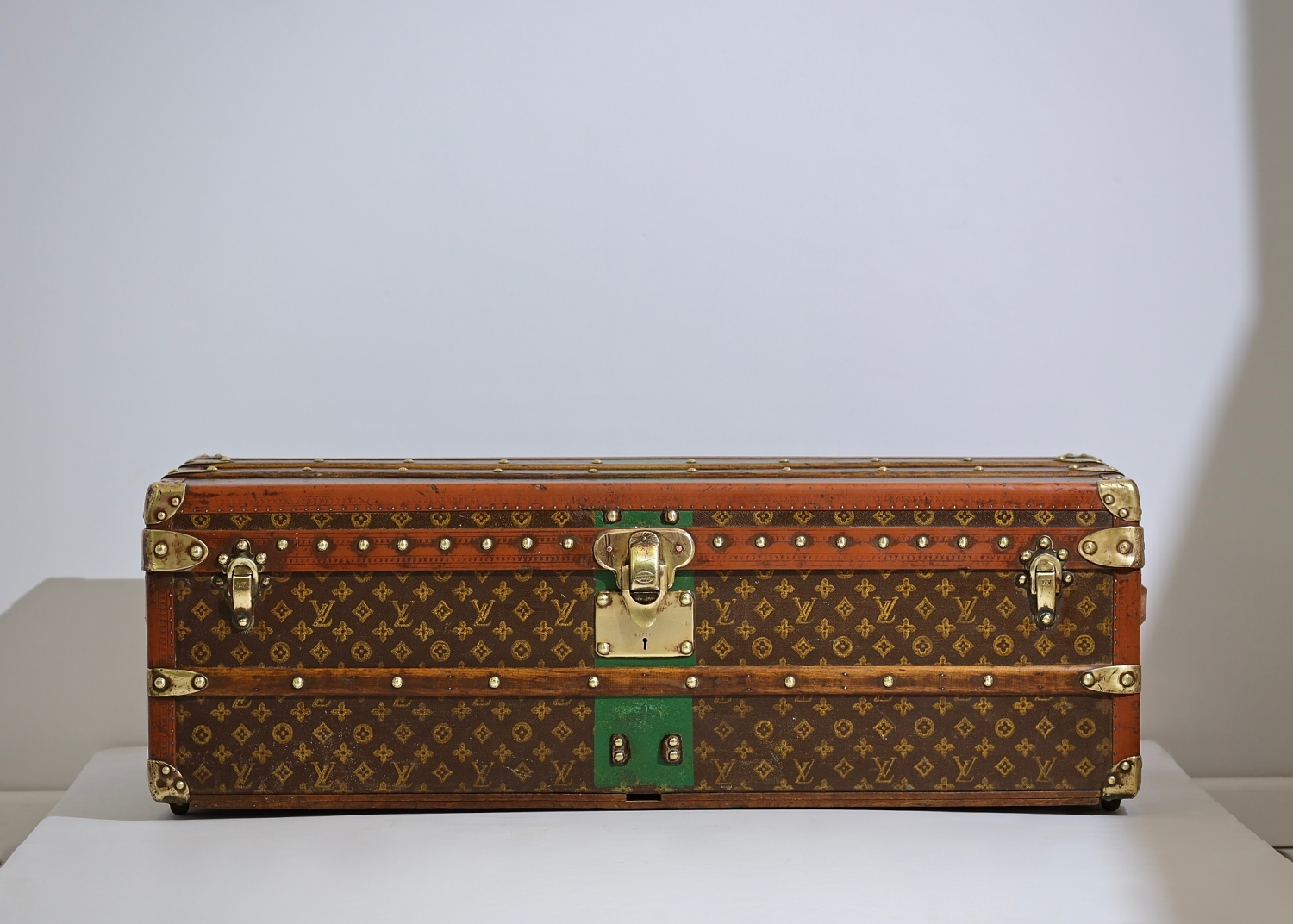 ell-traveled-trunk-louis-vuitton-thumbnail-product-5667-1