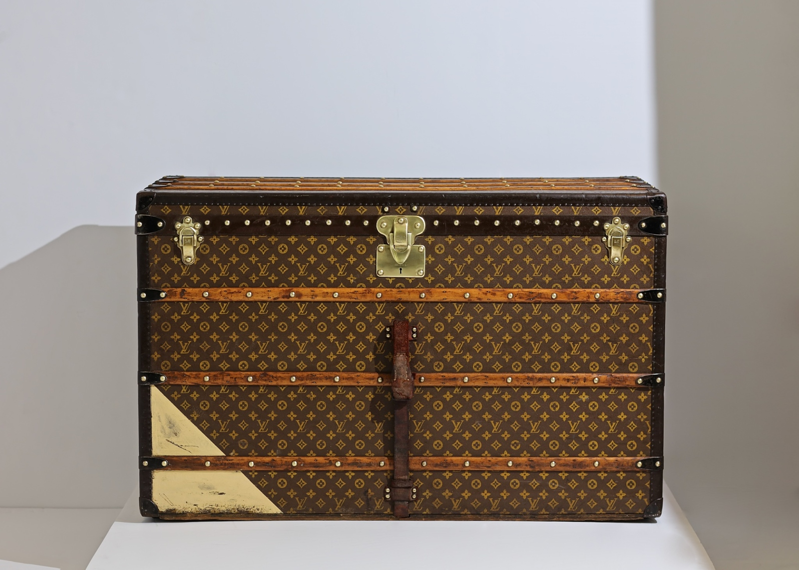 the-well-traveled-trunk-louis-vuitton-thumbnail-product-5662-1