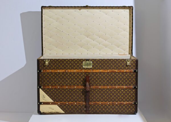 the-well-traveled-trunk-louis-vuitton-thumbnail-product-5662-2