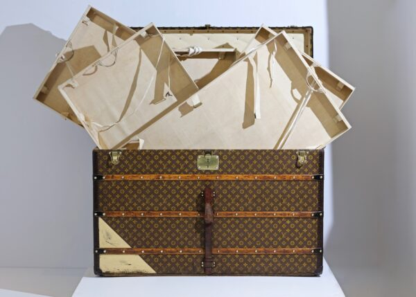 the-well-traveled-trunk-louis-vuitton-thumbnail-product-5662-3