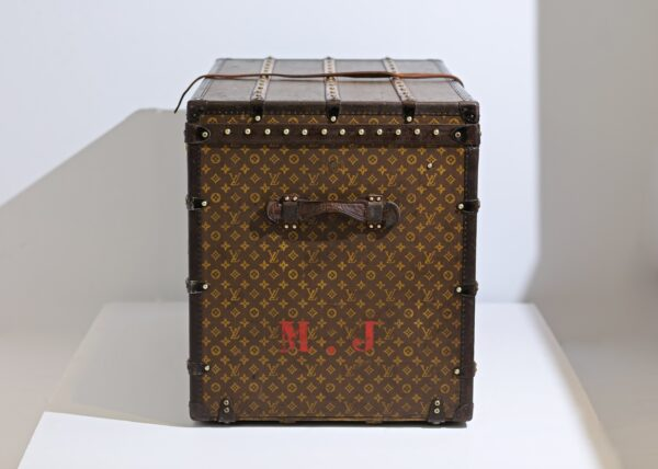 the-well-traveled-trunk-louis-vuitton-thumbnail-product-5662-5