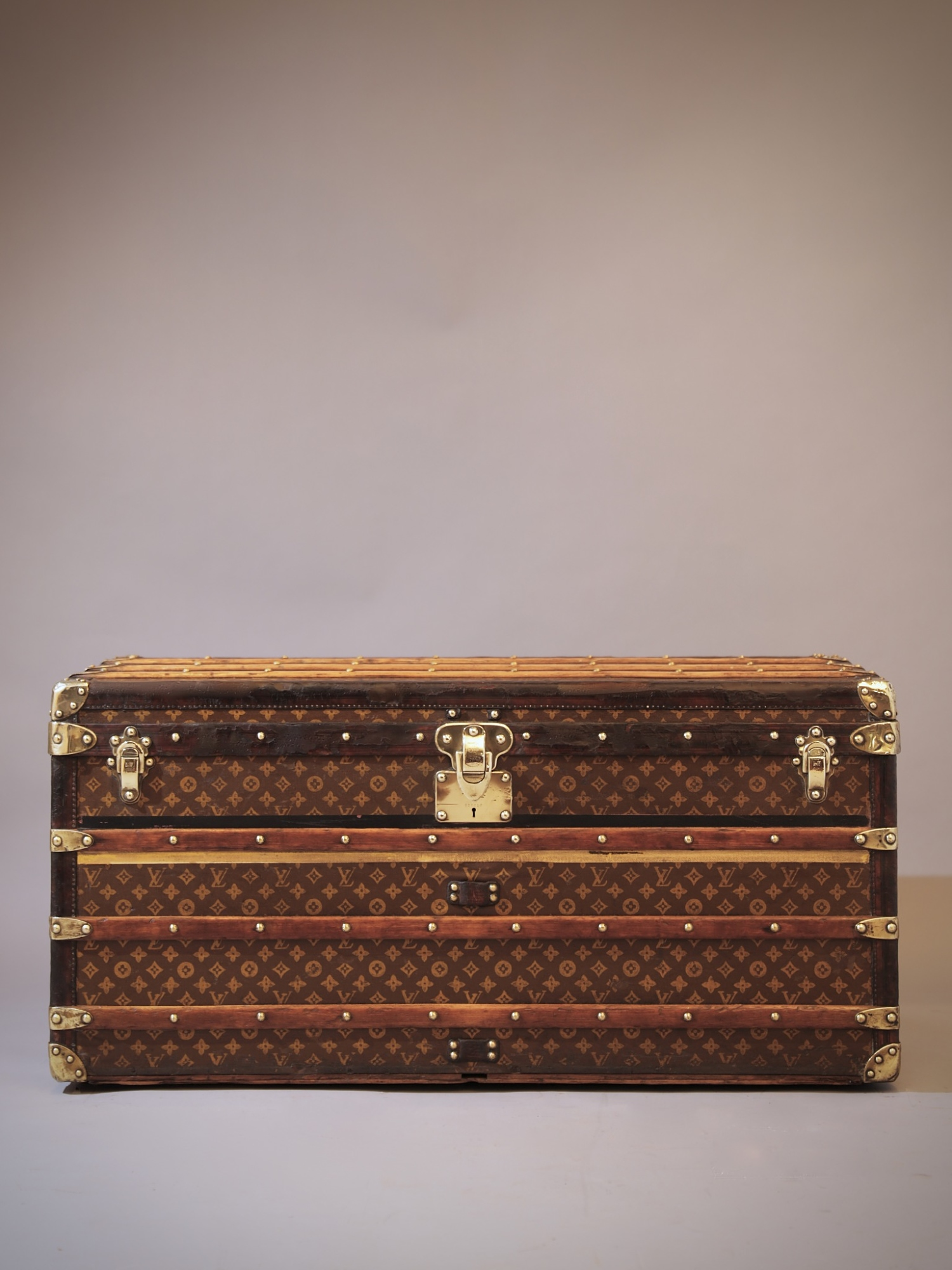 the-well-traveled-trunk-louis-vuitton-thumbnail-product-5664A-1
