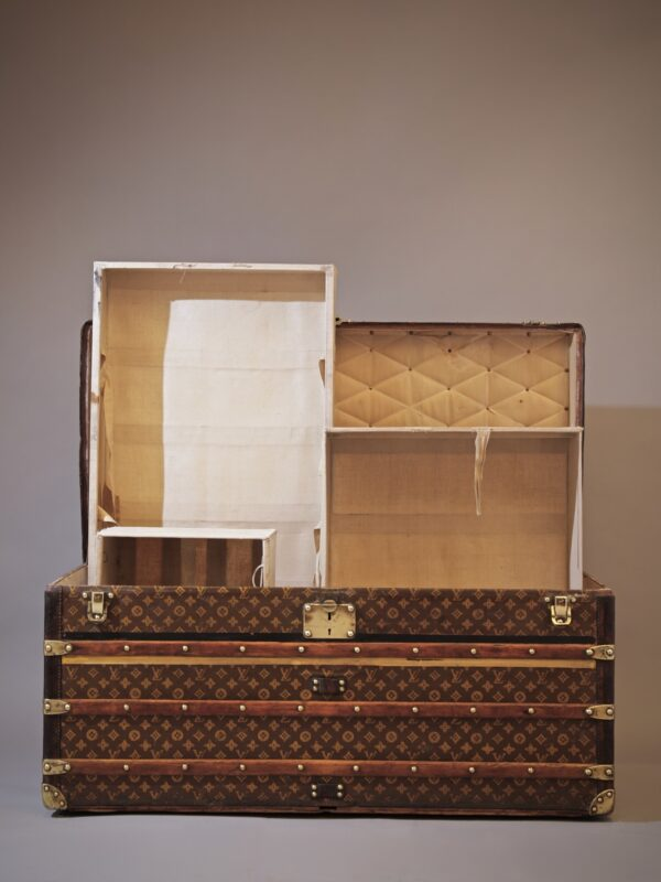 the-well-traveled-trunk-louis-vuitton-thumbnail-product-5664A-2