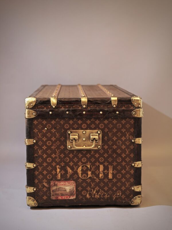 the-well-traveled-trunk-louis-vuitton-thumbnail-product-5664A-3