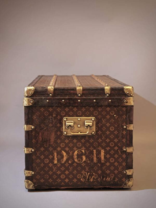 the-well-traveled-trunk-louis-vuitton-thumbnail-product-5664A-4
