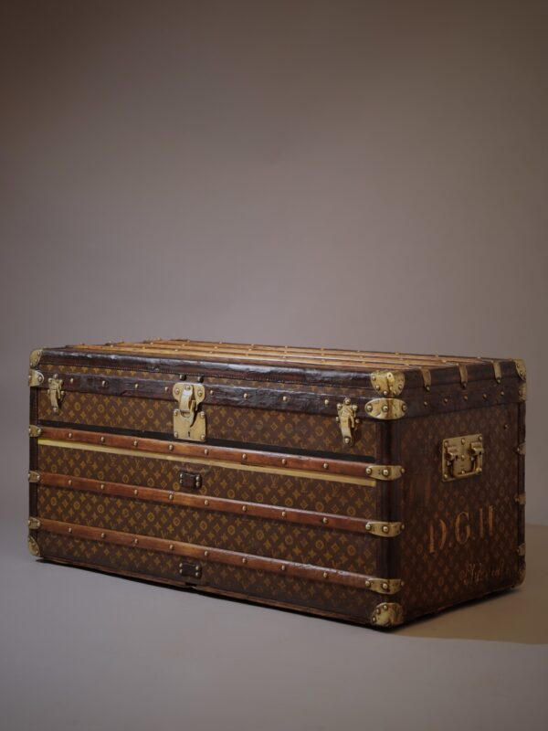 the-well-traveled-trunk-louis-vuitton-thumbnail-product-5664A-5