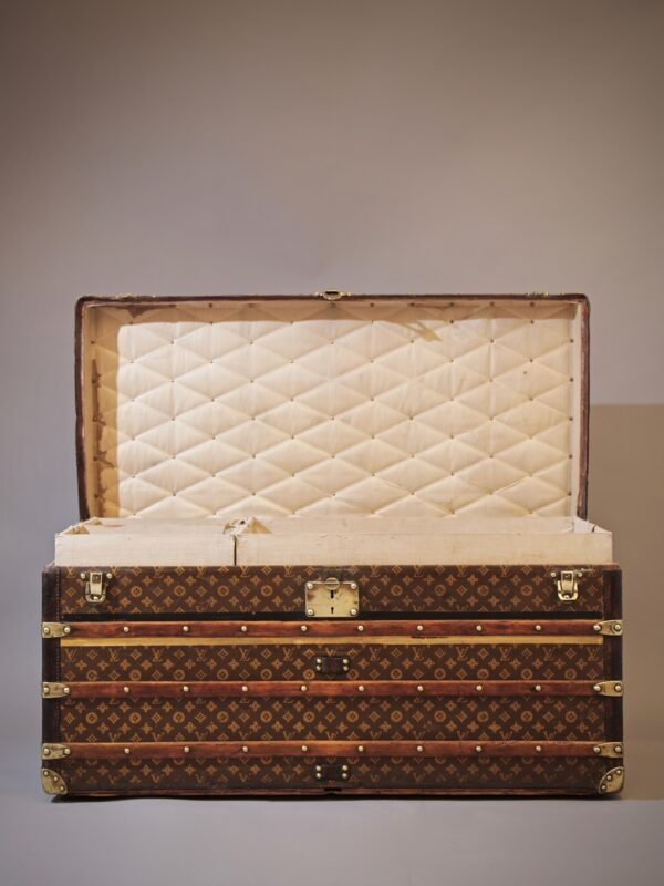 the-well-traveled-trunk-louis-vuitton-thumbnail-product-5664A-6