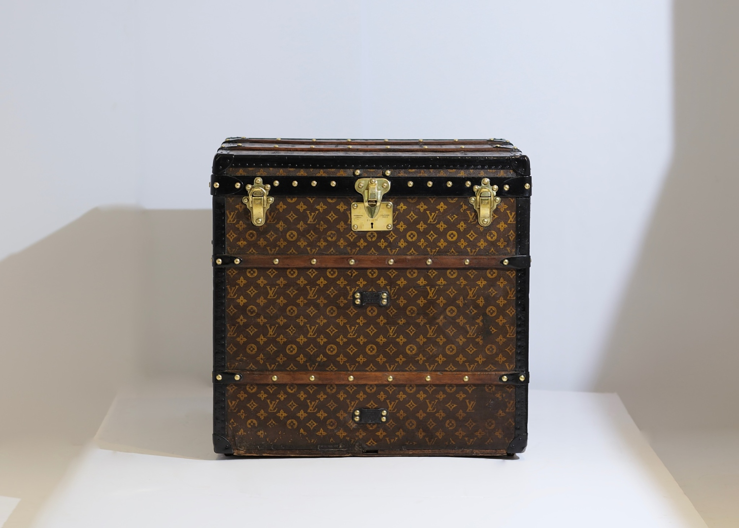 the-well-traveled-trunk-louis-vuitton-thumbnail-product-5666-1