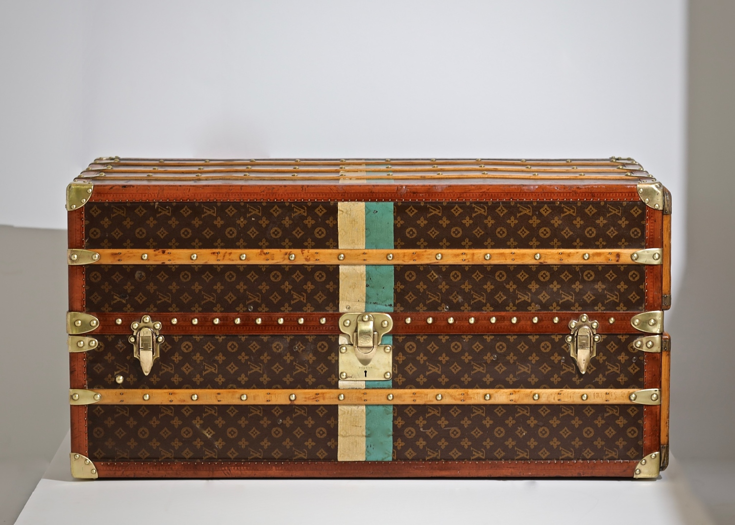the-well-traveled-trunk-louis-vuitton-thumbnail-product-5668-1