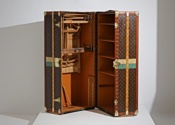 the-well-traveled-trunk-louis-vuitton-thumbnail-product-5668-4