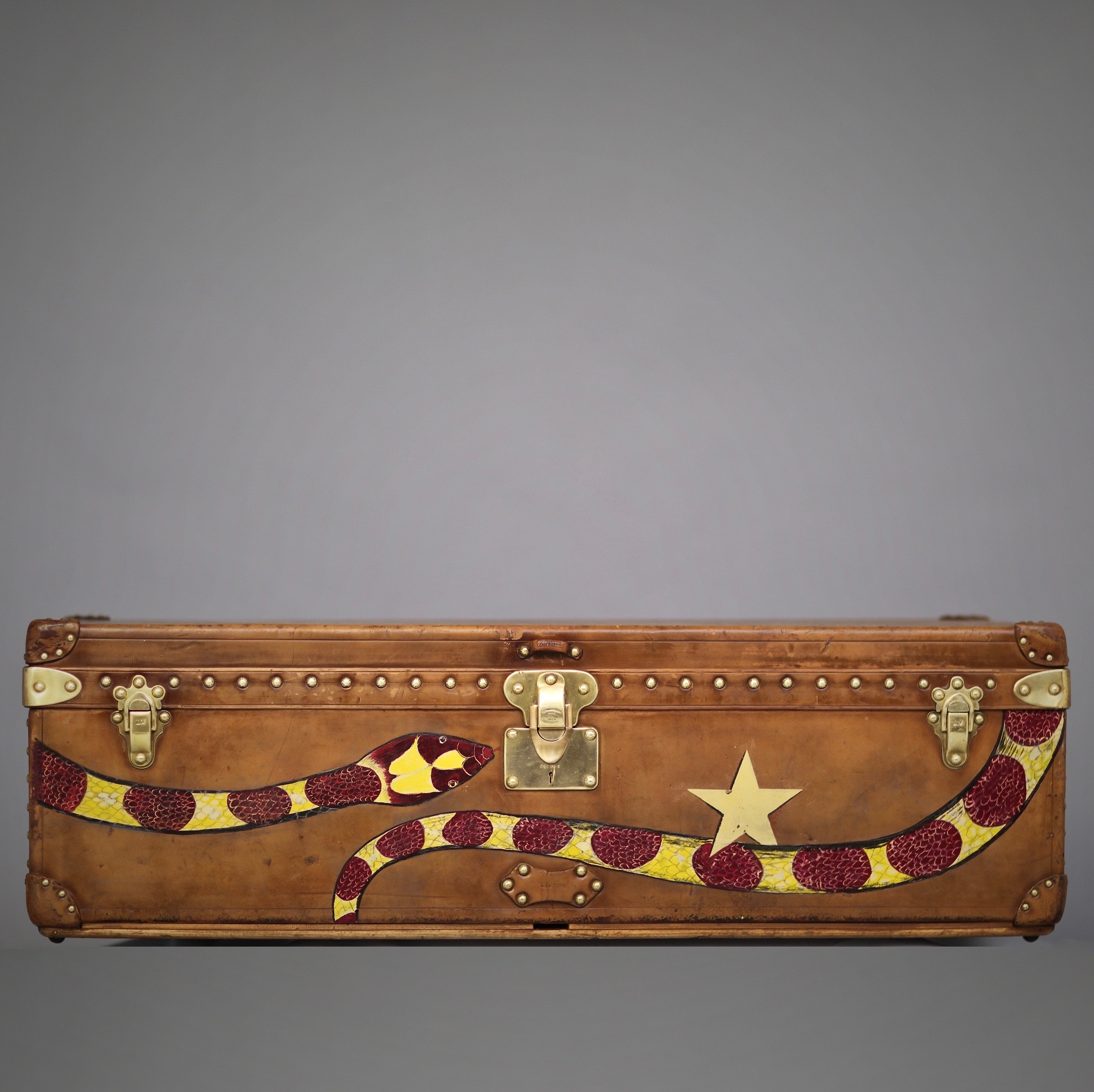 the-well-traveled-trunk-louis-vuitton-thumbnail-product-5672B