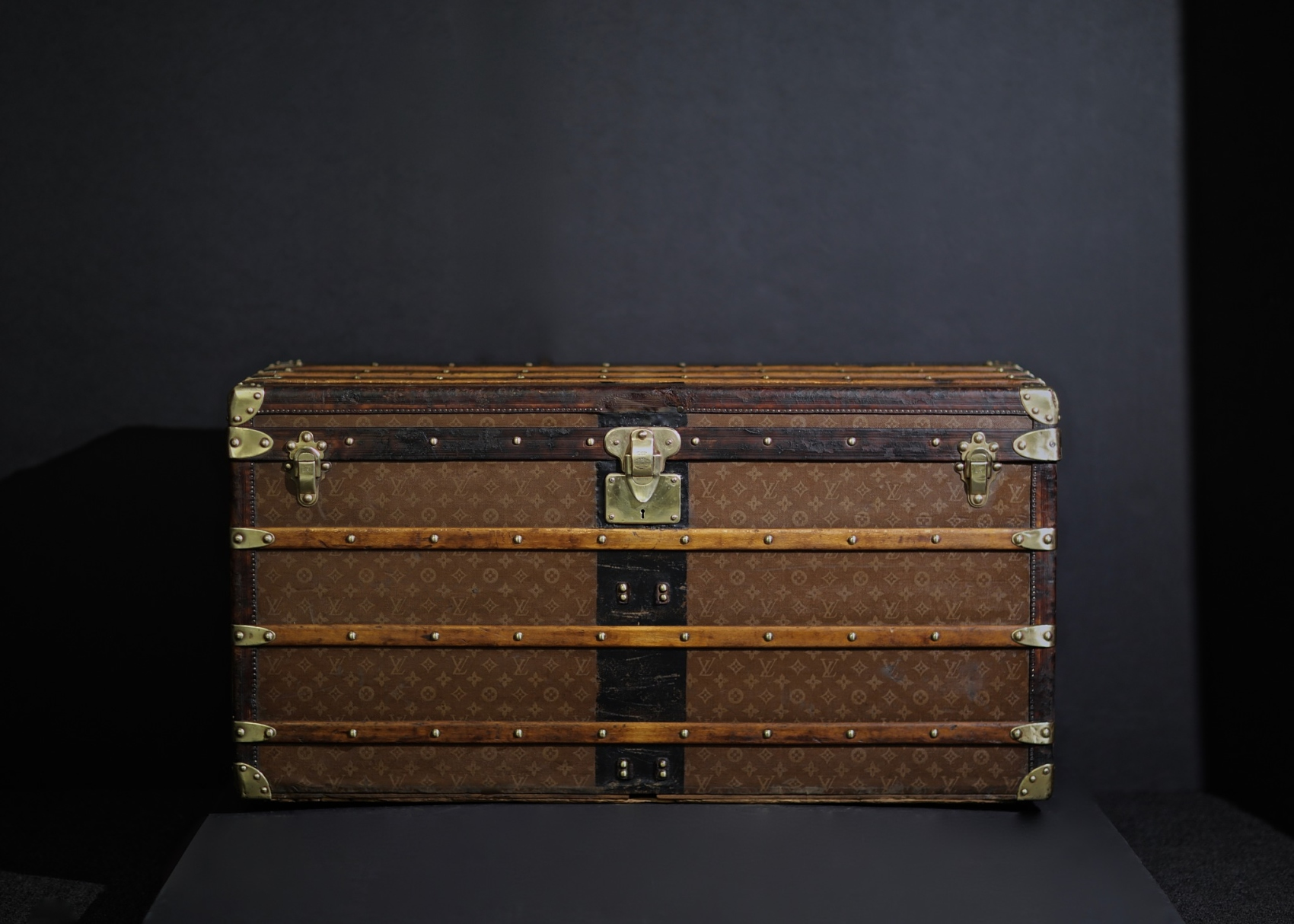 the-well-traveled-trunk-louis-vuitton-thumbnail-product-5676-1