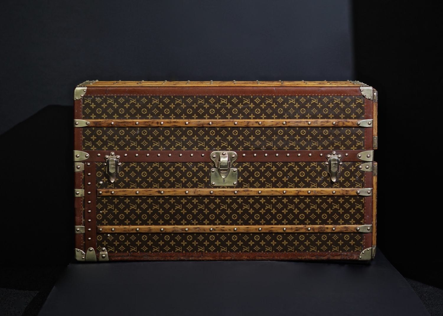 the-well-traveled-trunk-louis-vuitton-thumbnail-product-5678-1